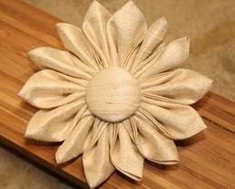 Tsumami Kanzashi Flower Hair Clip.jpg